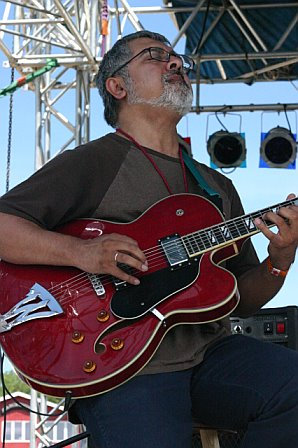 Garaj Mahal - Fareed Haque at 10K Lakes 2006