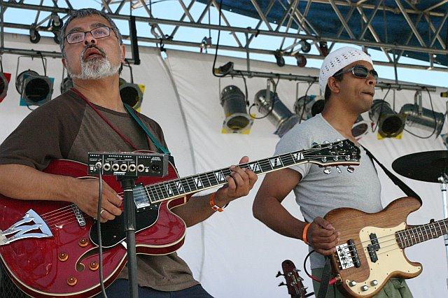 Garaj Mahal - Fareed Haque and Kai Eckhardt at 10K Lakes 2006