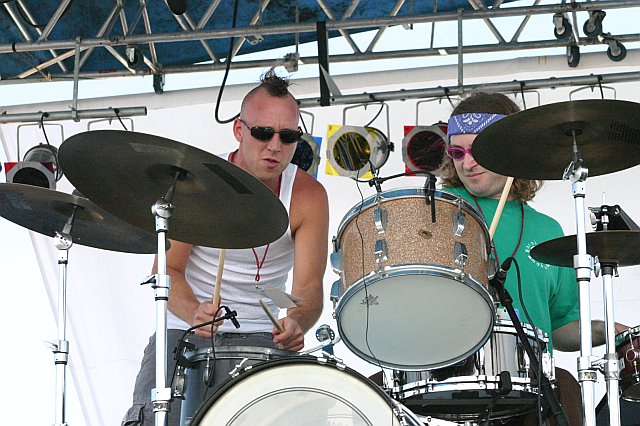 Garaj Mahal - Alan Hertz is Amused by Stephen Perkins at 10K Lakes 2006