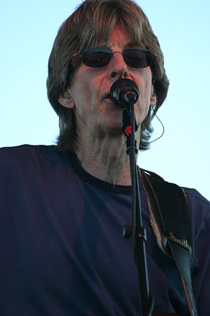 Phil Lesh Sings at 10K Lakes 2006