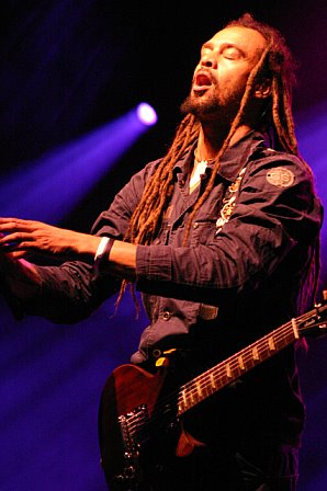 Michael Franti Slips into the Music