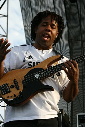 Victor Wooten with Bela Fleck at Langerado 2007