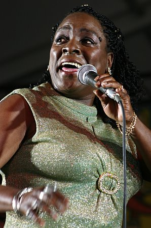 Sharon Jones Sings with the Dap-Kings