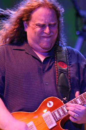 Warren Haynes Plays Guitar