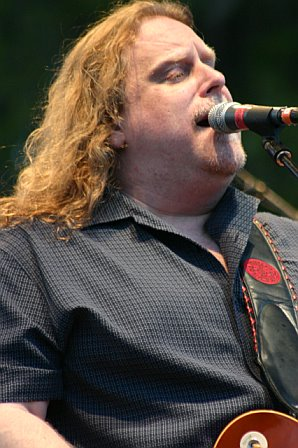 Warren Haynes Performs