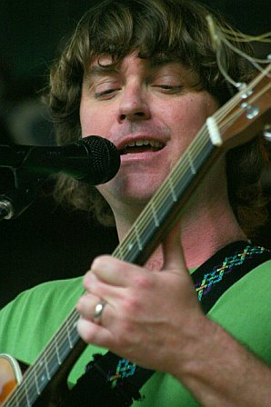 Keller Williams Performs