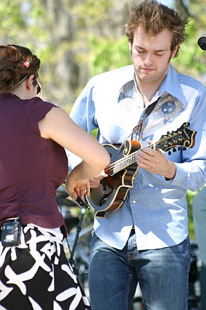 Sara Watkins Helps Chris Thile with His Mandolin