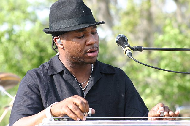 Robert Randolph Leads the Family Band
